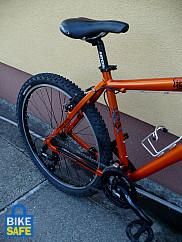 Egy harmadik értékes kerékpár zárjával nem boldogultak a tolvajok.